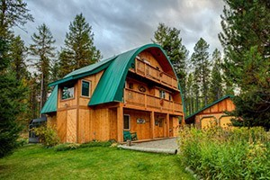 Quiet B&B near Glacier - quiet winter solitude : Moss Mtn Inn, a charming 4-room B&B nestled between the Flathead Forest and Glacier National Park. Rooms feature artwork, balconies and private baths. 15 mins to Glacier.