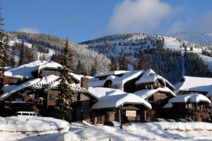 Kandahar Lodge - Snowmobile & Skiing packages