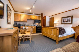 Kandahar Lodge - ski lodging at WMR